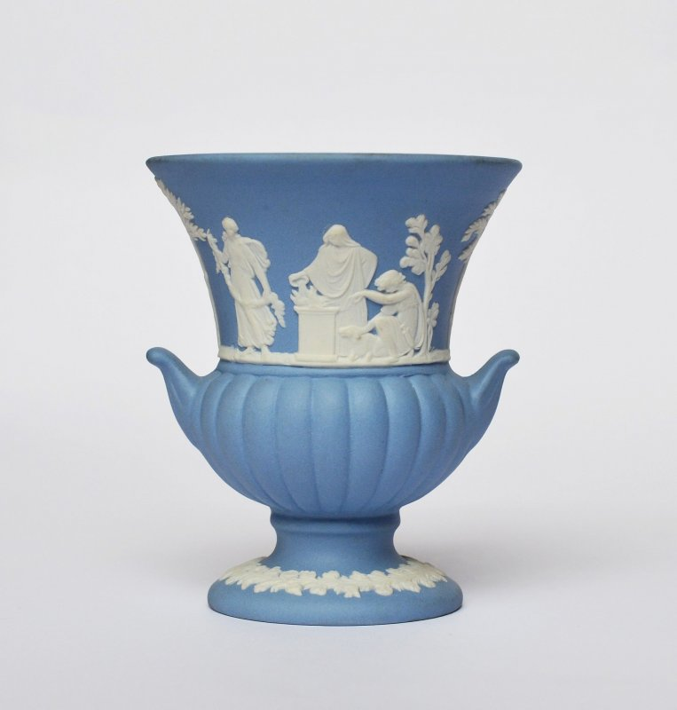 wedgwood england blue jasperware porzellan vase ziervase antike szenen 8 5cm ebay. Black Bedroom Furniture Sets. Home Design Ideas