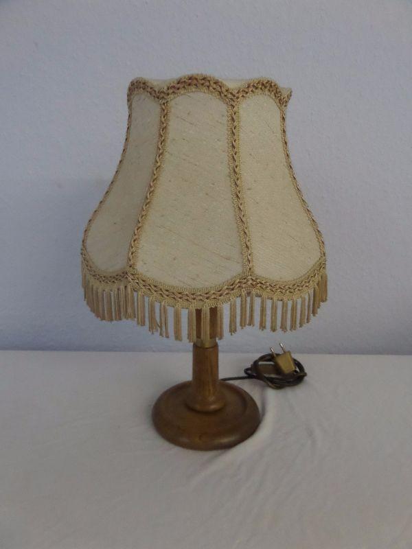 sch ne alte lampe leuchte tischlampe holzfuss holzfu mit. Black Bedroom Furniture Sets. Home Design Ideas