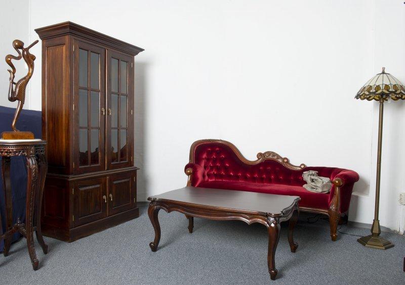 blickfang f r den wohnbereich couch recamiere ottomane holz mahagoni ebay. Black Bedroom Furniture Sets. Home Design Ideas