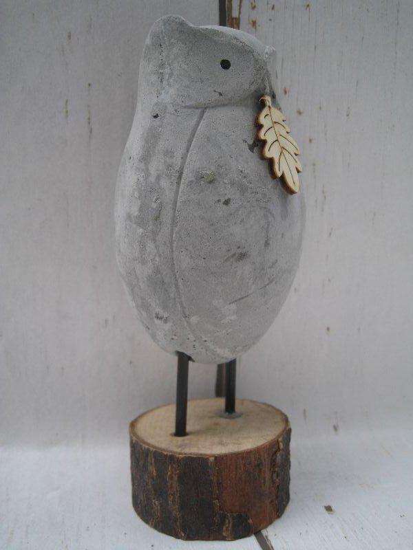 shabby deko gro e eule aus beton mit holzblatt grau auf baumscheibe herbst ebay. Black Bedroom Furniture Sets. Home Design Ideas