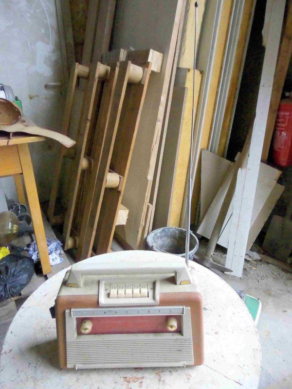 altes kofferradio mit marke schneider mit tasche ebay. Black Bedroom Furniture Sets. Home Design Ideas