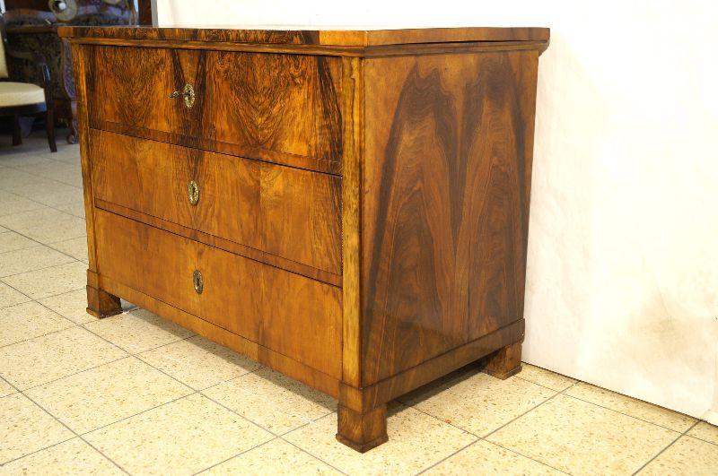 phantastische biedermeier kommode um 1815 nussbaum ebay. Black Bedroom Furniture Sets. Home Design Ideas