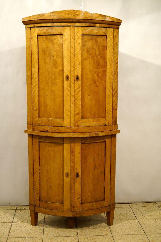 eleganter biederemeier eckschrank mit spitzgiebel um 1820 freiburg. Black Bedroom Furniture Sets. Home Design Ideas