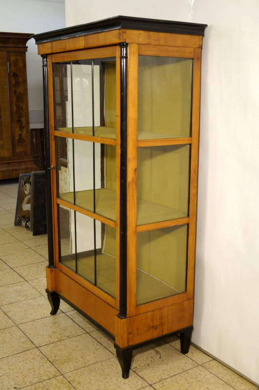biedermeier vitrine glasschrank kirschbaum mit. Black Bedroom Furniture Sets. Home Design Ideas