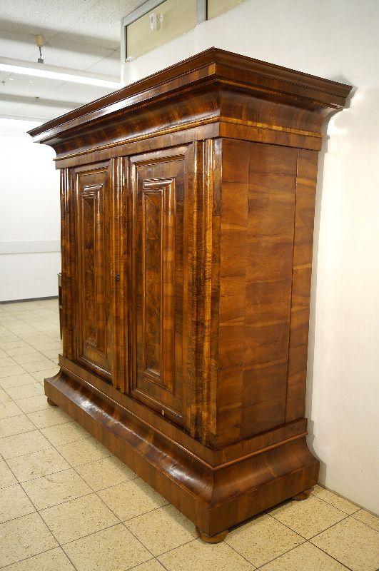 pr chiger frankfurter wellenschrank barockschrank um 1740 nussbaum ebay. Black Bedroom Furniture Sets. Home Design Ideas