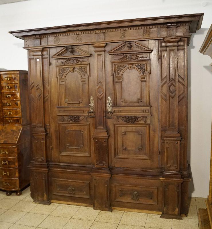 fr her fassadenschrank renaissance um 1670 mit s ulen nussbaum ebay. Black Bedroom Furniture Sets. Home Design Ideas