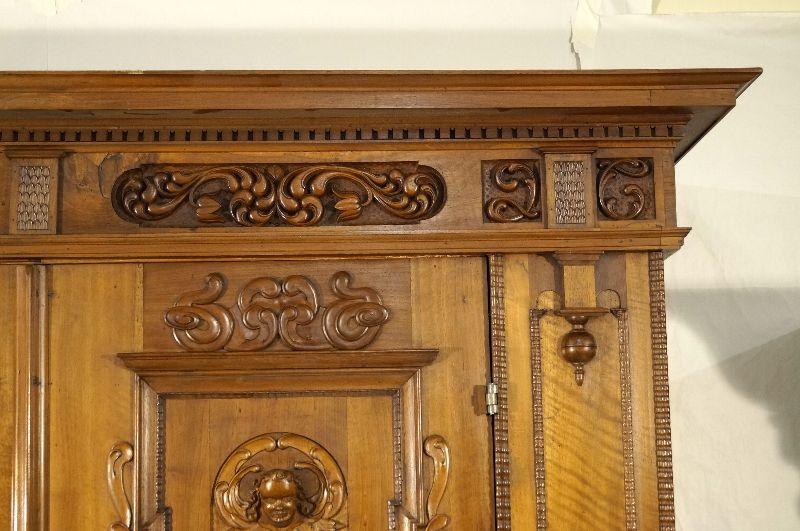 fr her fassadenschrank renaissance datiert 1626 mit puttos nussbaum ebay. Black Bedroom Furniture Sets. Home Design Ideas
