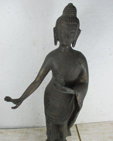 gehender walking buddha alte bronze aus thailand schlichte. Black Bedroom Furniture Sets. Home Design Ideas