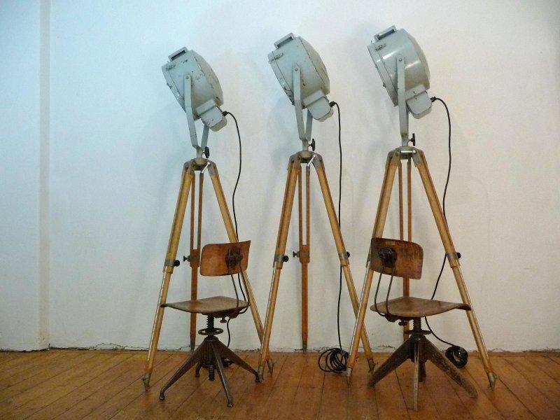 1 of 3 tripod scheinwerfer antik industrielampe stehlampe. Black Bedroom Furniture Sets. Home Design Ideas