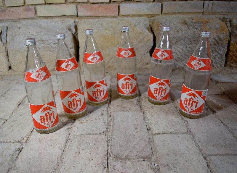 Kasten 6 flaschen afri cola 80er alt antik 90er werbung deko kneipe bluna ebay - 90er jahre deko ...