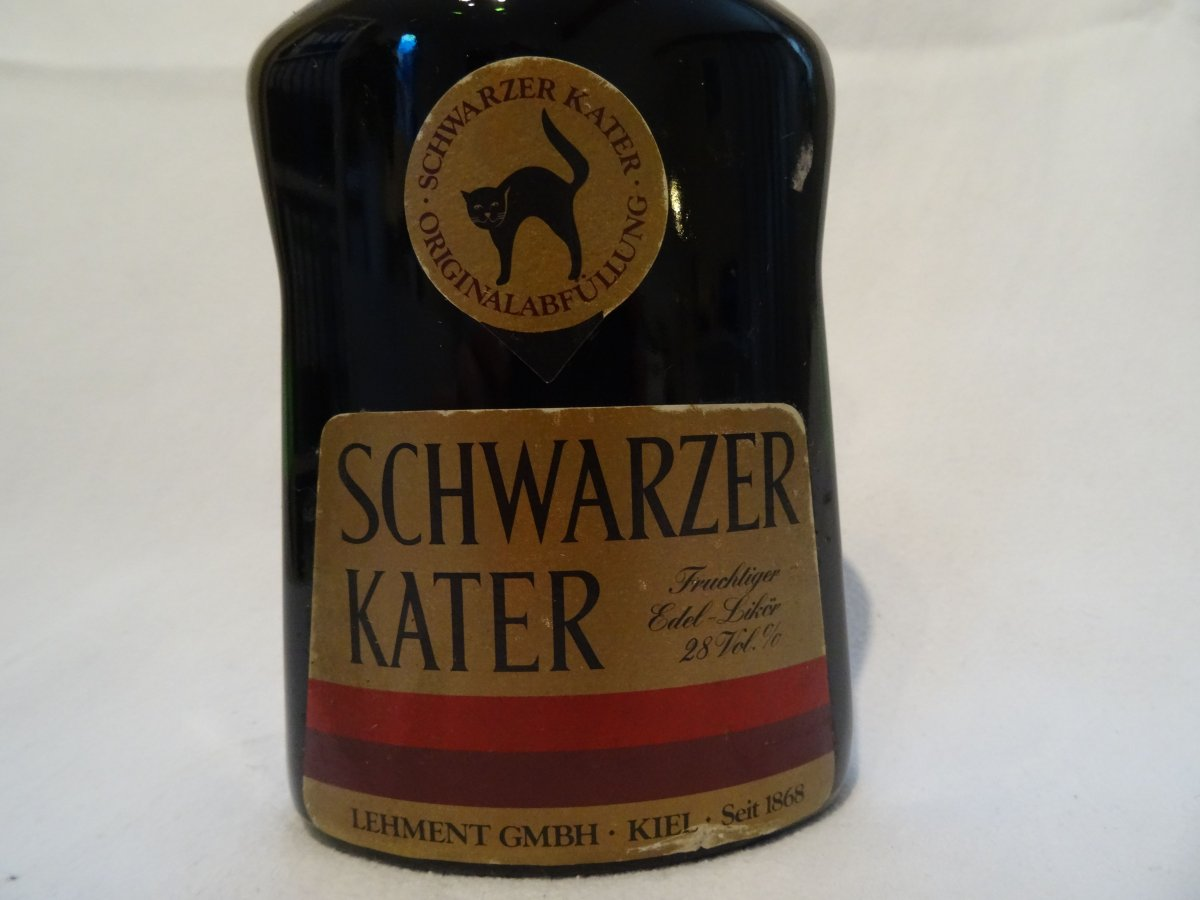 schwarzer kater 0 5l 28 vol alte flasche ohne strichcode lik r ebay. Black Bedroom Furniture Sets. Home Design Ideas
