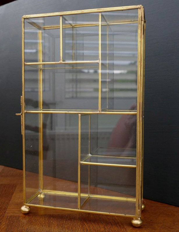 sch ner glas setzkasten messing glas vitrine f r miniaturen u swarovski. Black Bedroom Furniture Sets. Home Design Ideas