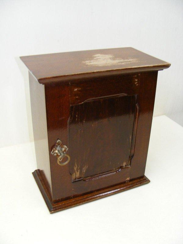 belle petit vieux armoire garde manger armoire en bois. Black Bedroom Furniture Sets. Home Design Ideas
