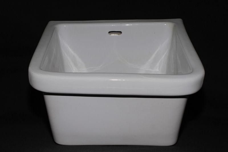 sch nes altes keramik waschbecken ausgussbecken becken. Black Bedroom Furniture Sets. Home Design Ideas