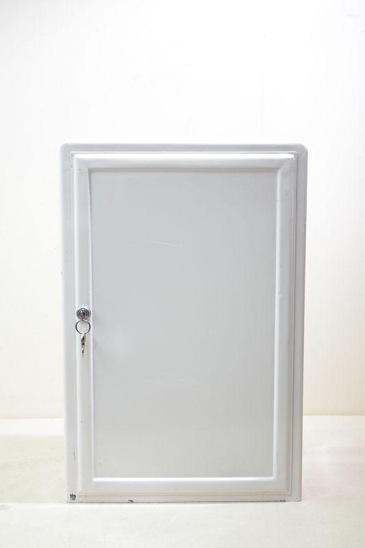 vieille armoire du docteur meuble d 39 apothicaire pharmacie vintage m tal ebay. Black Bedroom Furniture Sets. Home Design Ideas