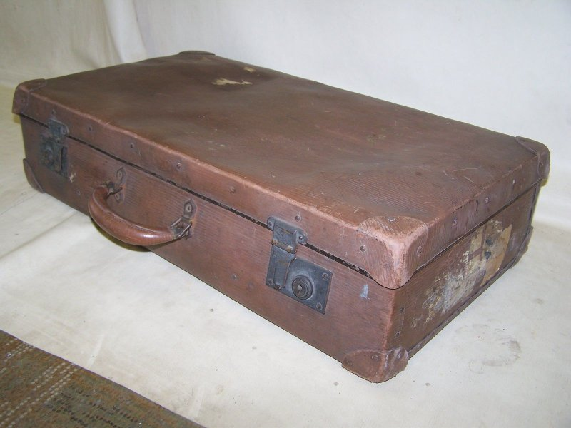 alter sch ner koffer reisekoffer leder vulcanfiber antik. Black Bedroom Furniture Sets. Home Design Ideas
