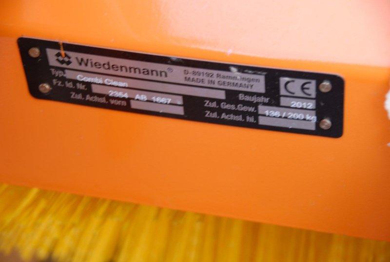 wiedenmann combi clean 2350 kehrmaschine f r winterdienst. Black Bedroom Furniture Sets. Home Design Ideas