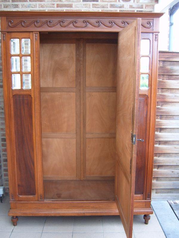 jugendstil kleiderschrank massiv nussbaum mit dazuhorende spiegel ebay. Black Bedroom Furniture Sets. Home Design Ideas