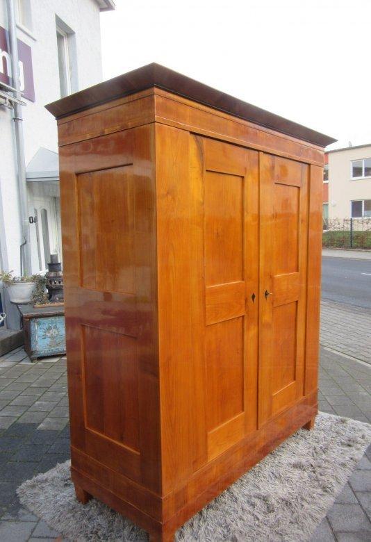 biedermeier kleiderschrank um 1840 kirschbaum poliert ebay. Black Bedroom Furniture Sets. Home Design Ideas