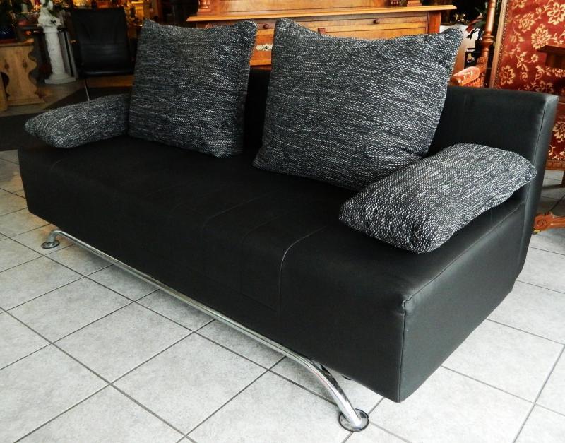 moderne couch sofa kunstleder mit kissen ausziehbar schlafcouch schwarz ebay. Black Bedroom Furniture Sets. Home Design Ideas