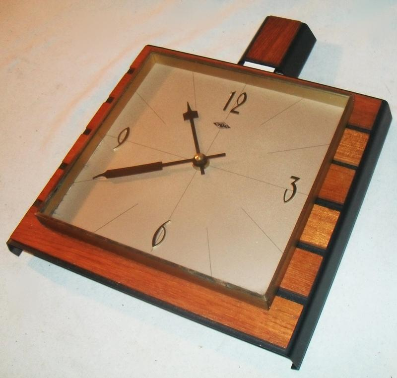 stylische wanduhr mit teak und messing wlh um 1950 60 danish design ebay. Black Bedroom Furniture Sets. Home Design Ideas