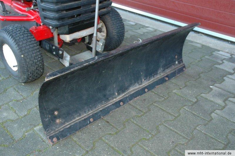 unitech 16 40 kleintraktor traktor mit schneeschild. Black Bedroom Furniture Sets. Home Design Ideas