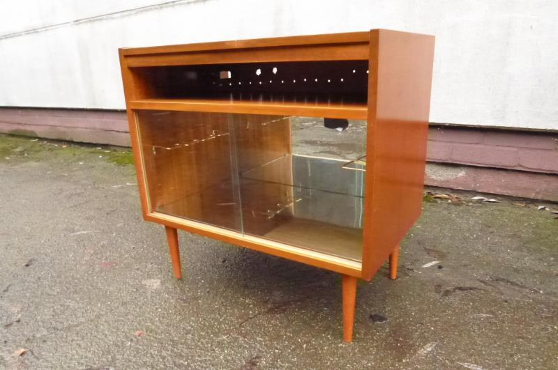 alter barschrank alte bar hausbar fernsehbar schrank vitrine beleuchtet ddr. Black Bedroom Furniture Sets. Home Design Ideas
