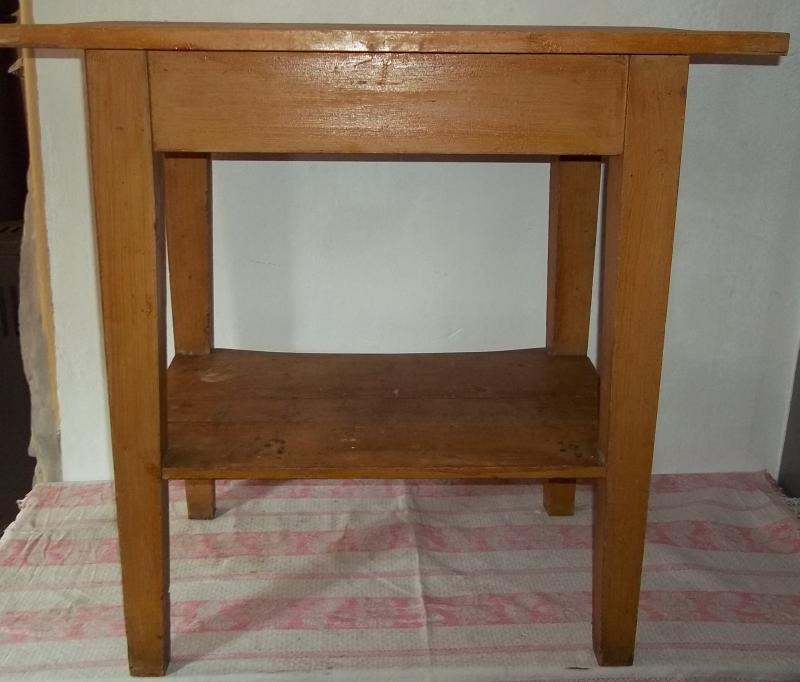 Alter Tisch-Küchentisch-Esstisch-Arbeitstisch-Holztisch