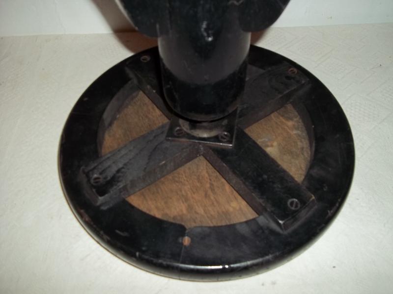 Hocker Holz HOhenverstellbar ~   nicht restauriert! Altersbedingte Gebrauchspuren wie Risse im Holz