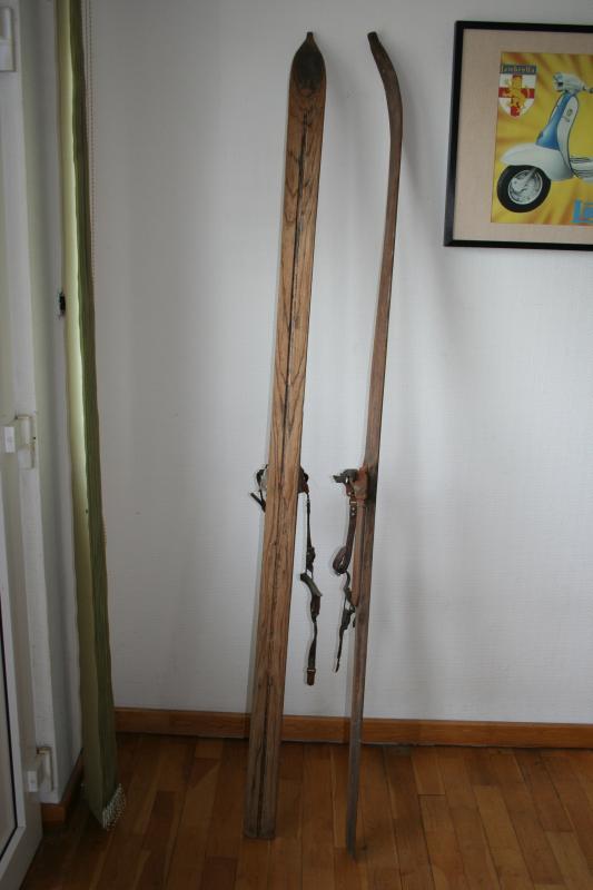 alte holzski uralt ski mit spitze lederbindung super winterdeko ebay. Black Bedroom Furniture Sets. Home Design Ideas