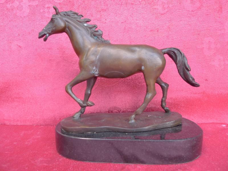 sch ne alte metallfigur pferd wohl bronze auf marmorsockel ebay. Black Bedroom Furniture Sets. Home Design Ideas