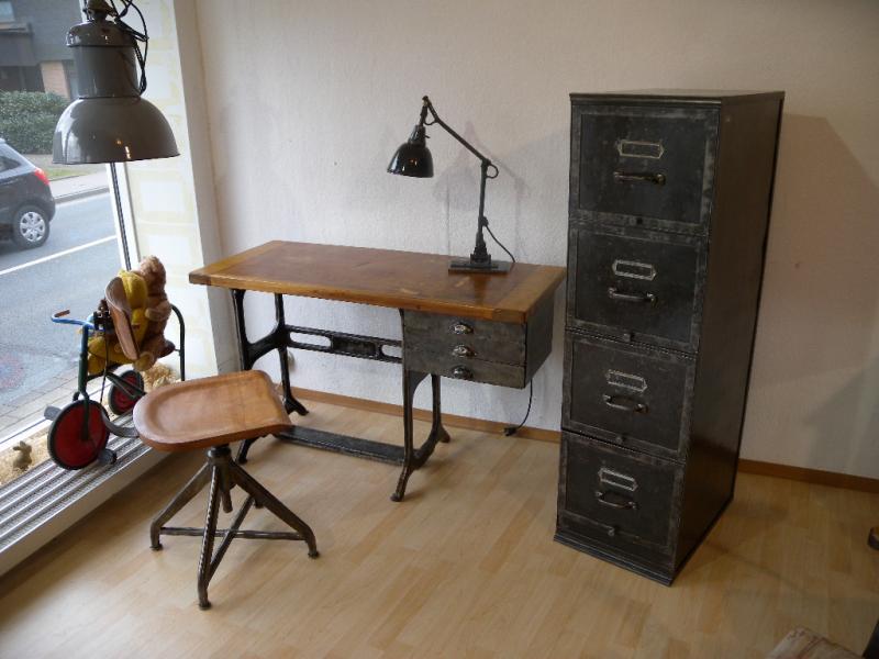 schreibtisch industriedesign. Black Bedroom Furniture Sets. Home Design Ideas
