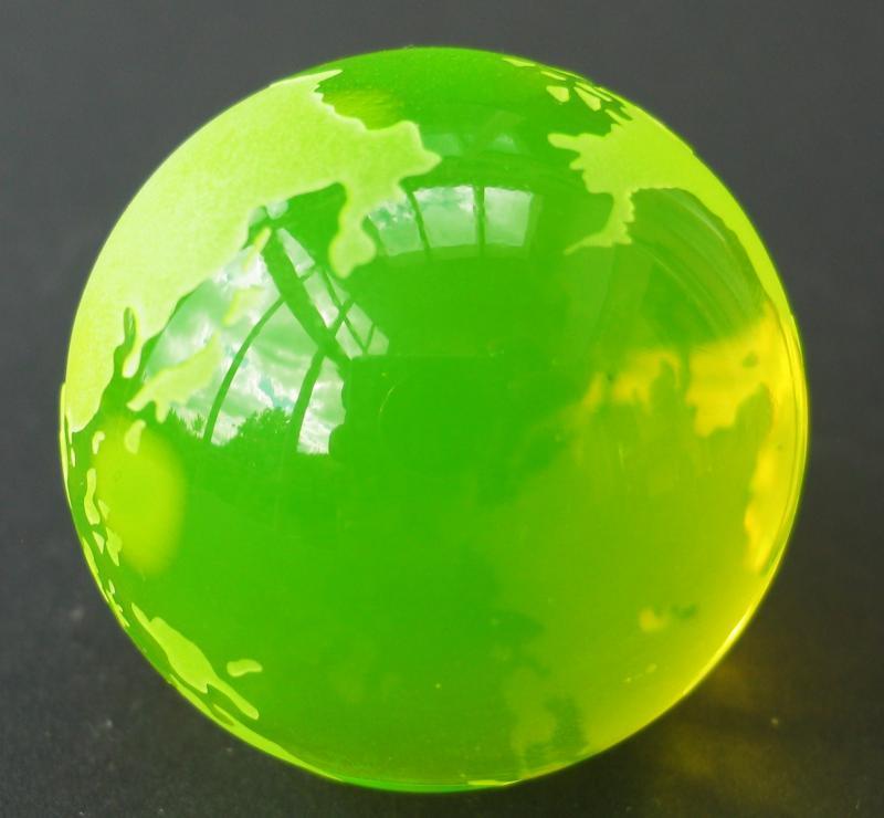 Vaseline Glass   Globus mit Standfläche Annagelbes Uranglas Uranglas