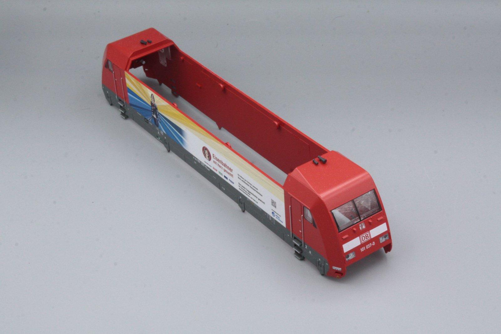 Ersatzteil Piko BR 101 037-0 Gehäuse DB verkehrsrot Eisenbahner mit Herz