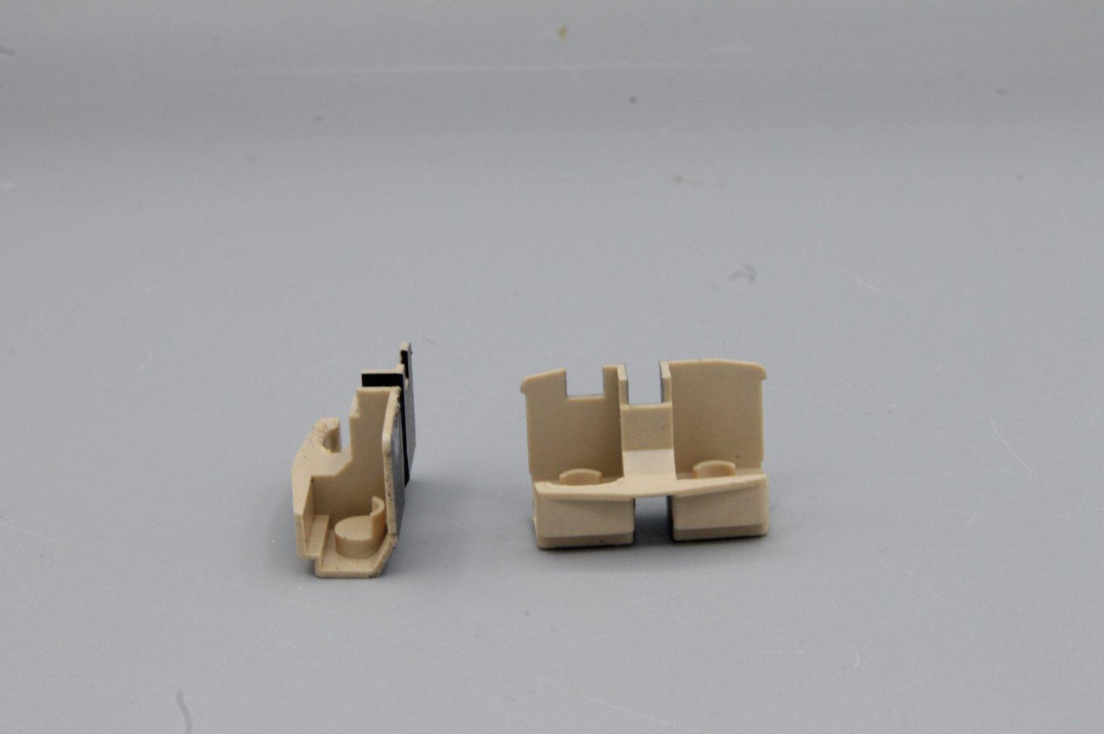Ersatzteil Roco 140 Führerstandseinrichtung - 2 Stück / 1 Paar beige