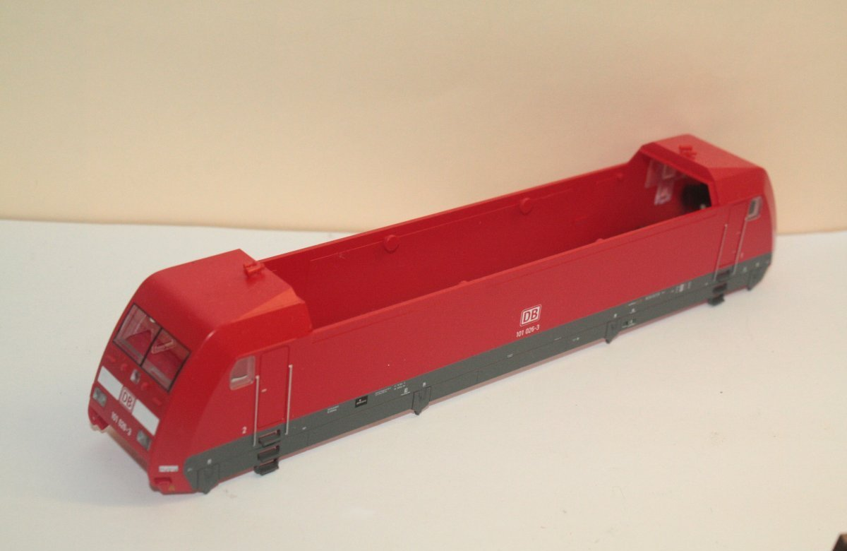 Ersatzteil Piko BR 101 026-3 Gehäuse DB verkehrsrot - ohne Werbung / Dach