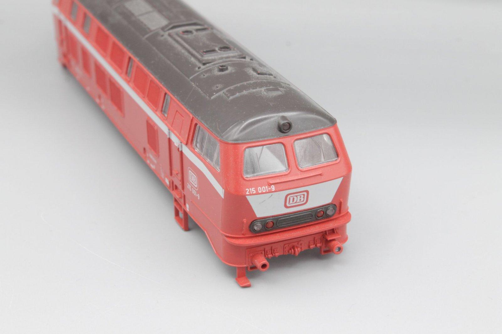 Ersatzteil Roco Gehäuse 215 001-9 orientrot mit LATZ DB - braunes Dach (1)