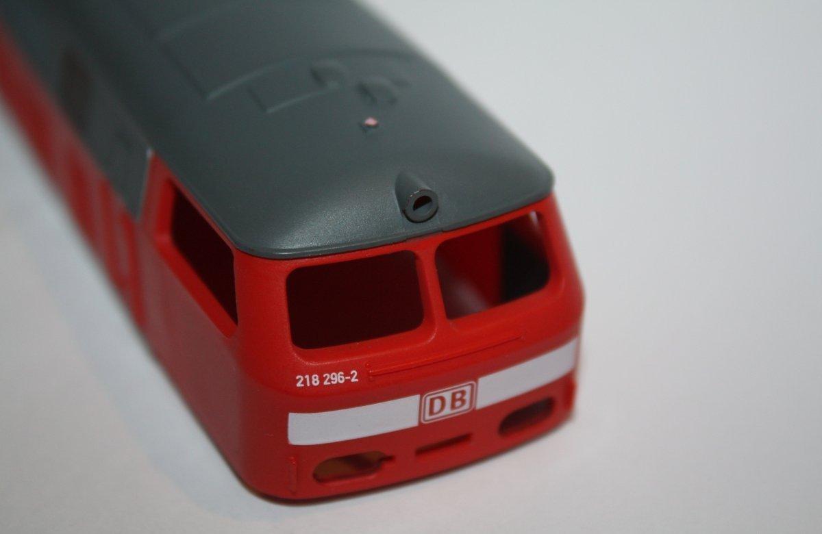 Ersatzteil Piko 218 296-2 Gehäuse ohne Fenstereinsätze DB AG verkehrsrot