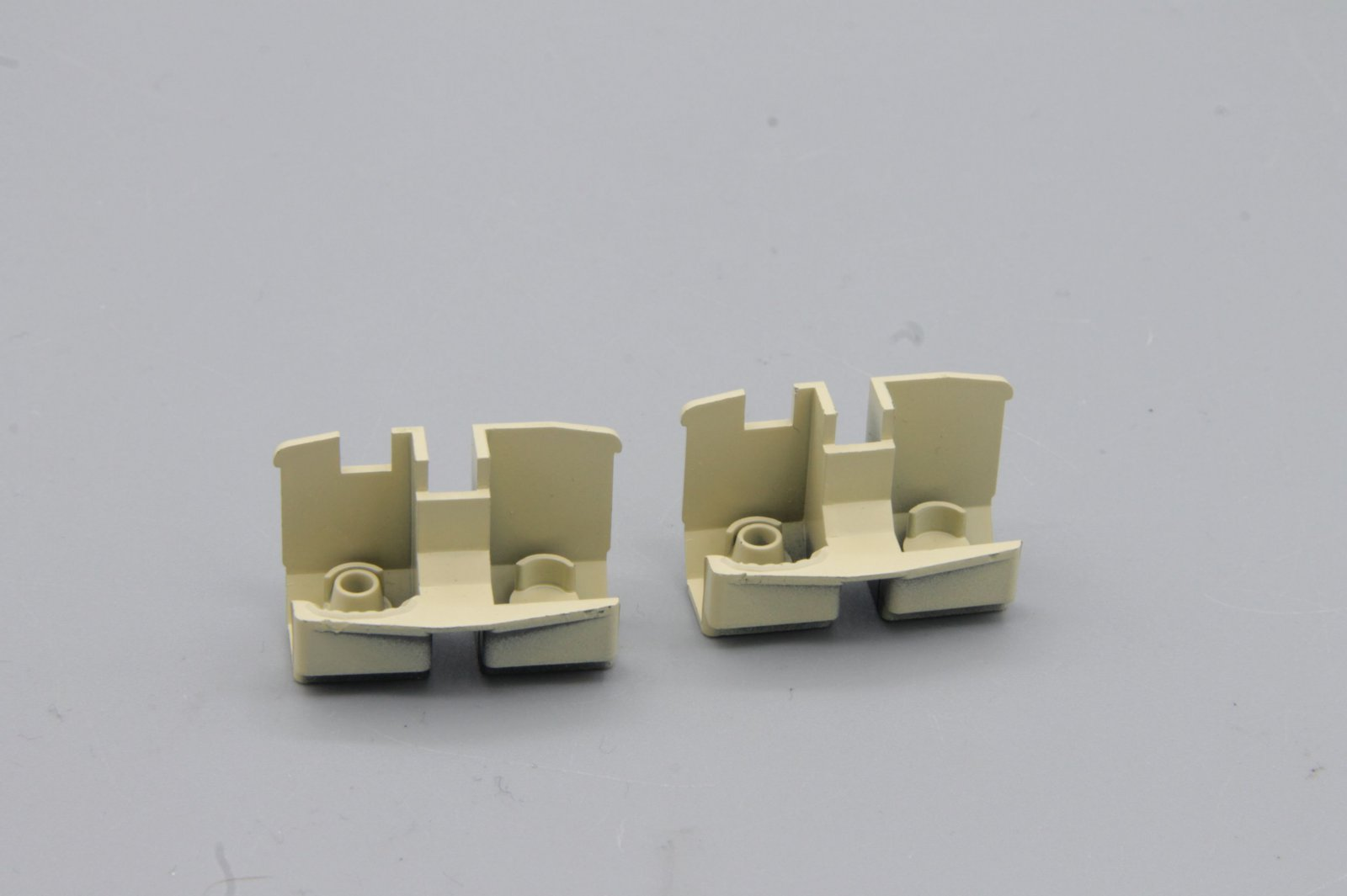 Ersatzteil Roco 140 Führerstandseinrichtung - 2 Stück beige f. steckb. Lokführer