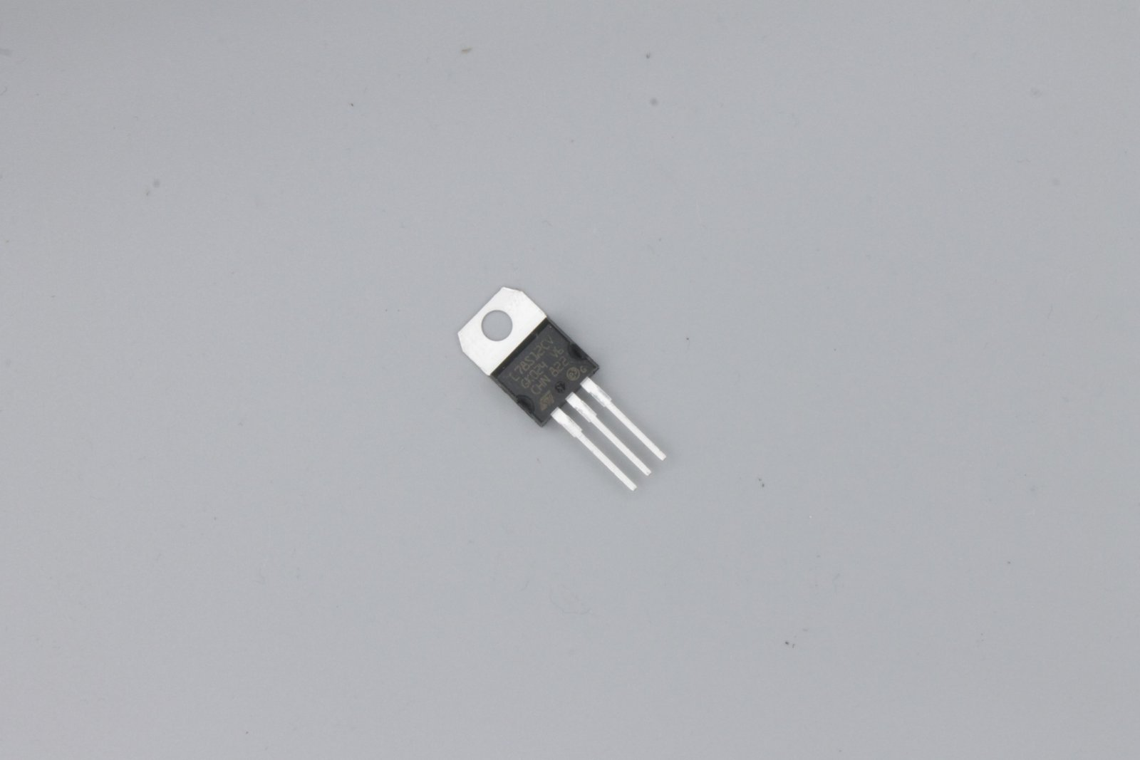 Spannungsregler L7812CV 12V/ 1,5A TO220