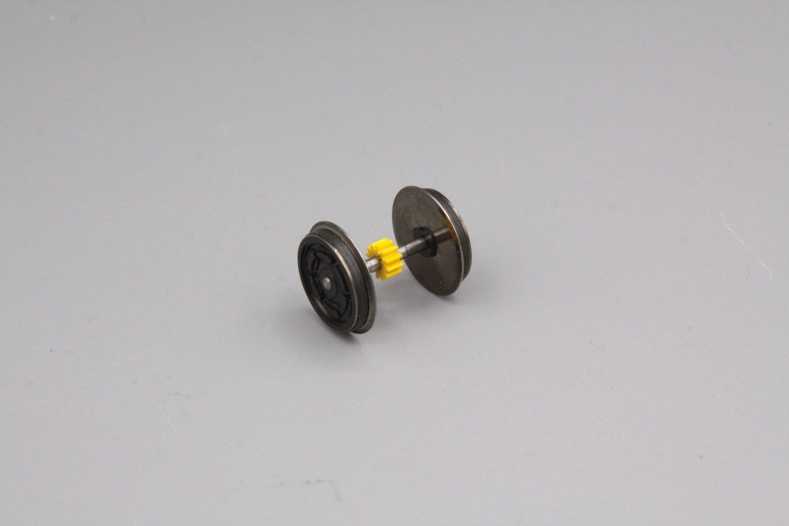 Ersatzteil Roco 140 / 110 u.a Radsatz m. gelben mittigem Zahnrad m. 2 Haftreifen