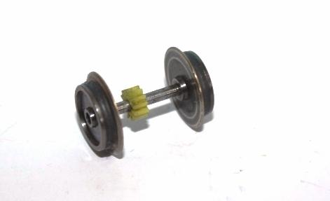 Ersatzteil Roco 215 / 218 / 225 Radsatz mit seitl.ichem Zahnrad mit 2 Haftreifen