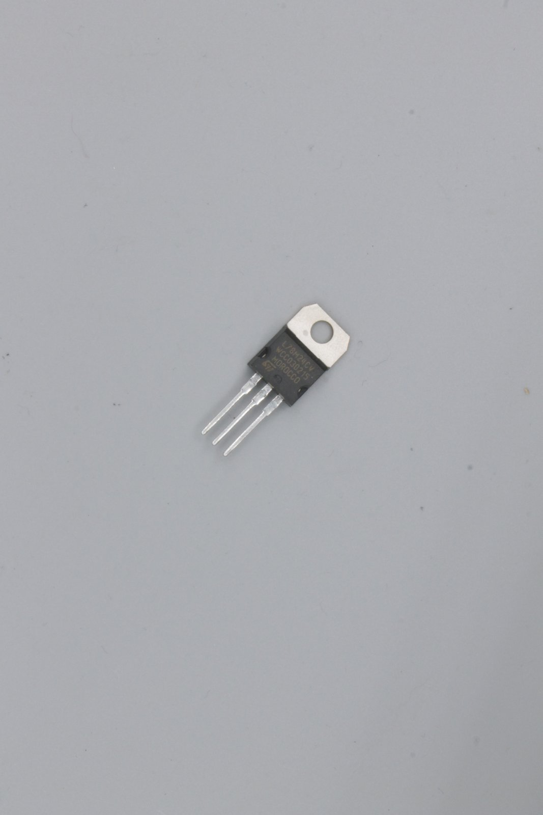 Spannungsregler L78M24 24V/ 0,5A TO220