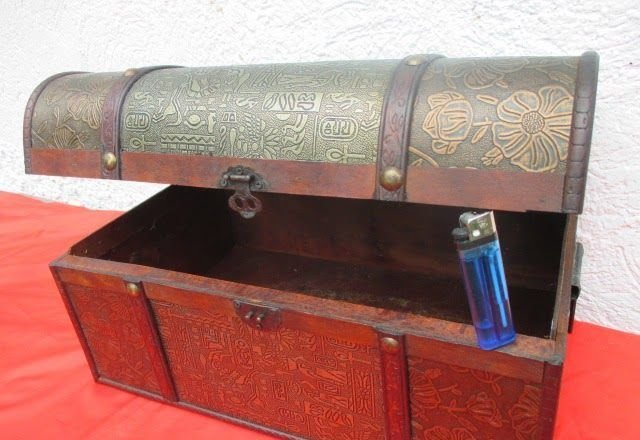 originaler 120 Jahre alter Hocker Holz mit Perlmutt
