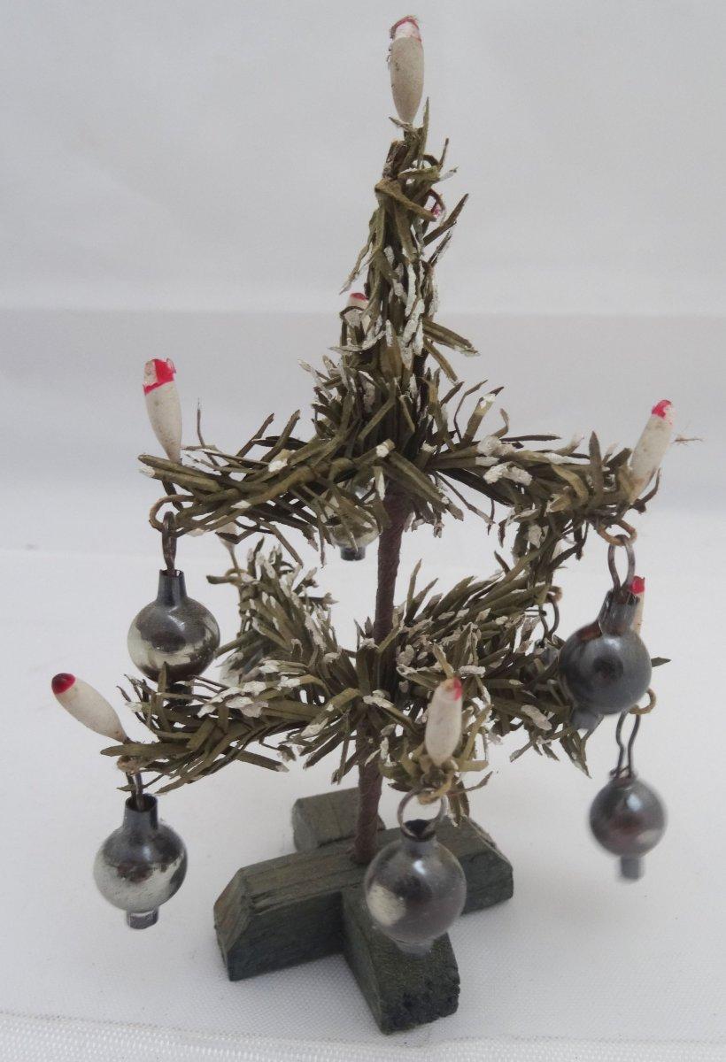 antiker weihnachtsbaum f r puppenstube puppenhaus. Black Bedroom Furniture Sets. Home Design Ideas