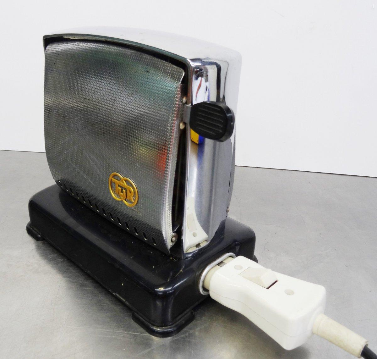 kultiger tur toaster verchromt mit bakelitgriffen made in germany ddr 60er ebay. Black Bedroom Furniture Sets. Home Design Ideas