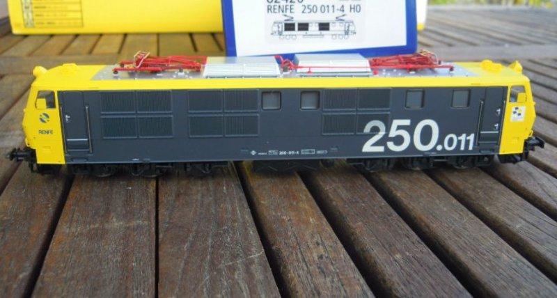 ROCO 68420 RENFE 250 e Lok Giallo//Grigio Digital ep.4//per AC Maerklin NUOVO IN SCATOLA ORIGINALE