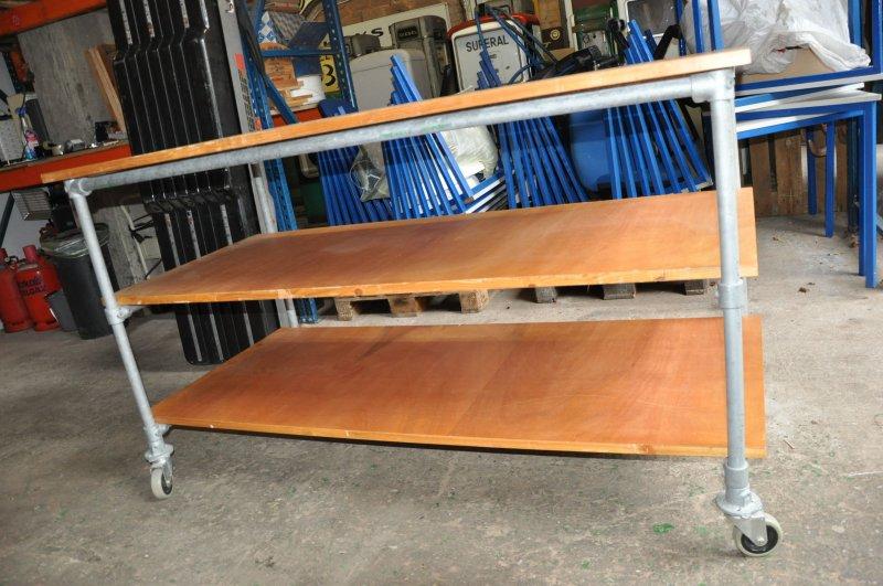 Kee Klamp Industrie Design Urban Stil Großer Tisch Mit 3 Böden Auf Rollen Verkaufspreis