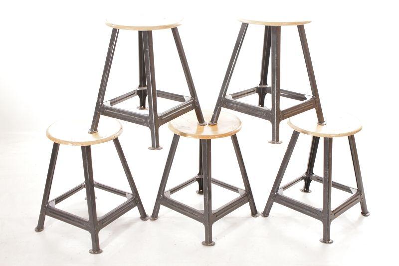 Vecchio sgabello da laboratorio design legno metallo vintage bar