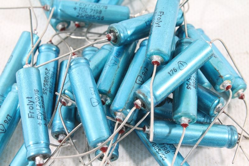 30 x Frolyt Elko Kondensator capacitor 47µF 63V radial 47//63 TGL 38928 #ZH08